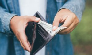 Read more about the article כיצד בוחרים ארנק עור איכותי?
